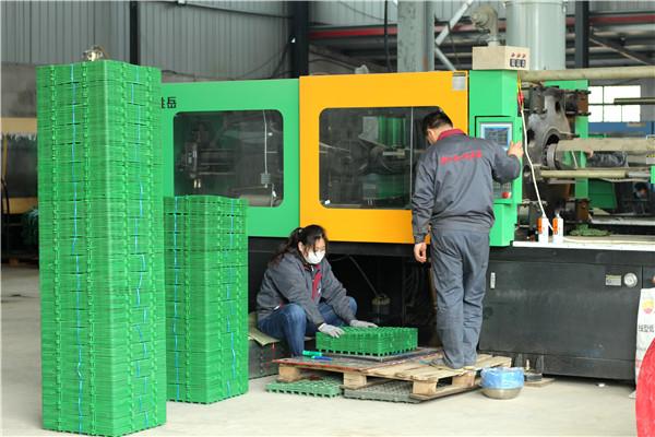 排蓄水板生产设备